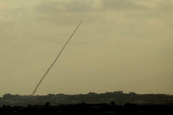 ترجمة عبرية: فلنطرد حماس الآن: لماذا تتجنب إسرائيل ما لابدّ منه؟