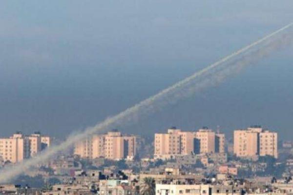 """قوى المقاومة الفلسطينية تُعلن استهداف """"غلاف غزة"""".. وتؤكد معادلة """"القصف بالقصف"""""""
