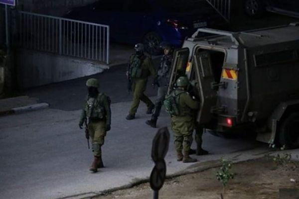 الكيان الصهيوني ينفذ حملة دهم واعتقال في الضفة الغربية