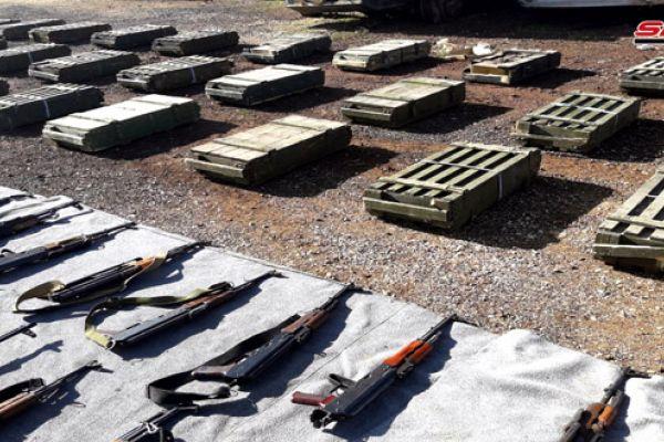 العثور على أسلحة وذخائر بعضها بريطاني من مخلفات المسلحين في ريفي القنيطرة ودمشق