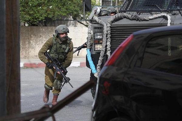 جيش العدو الإسرائيلي يعتقل والدة المعتقل عاصم البرغوثي