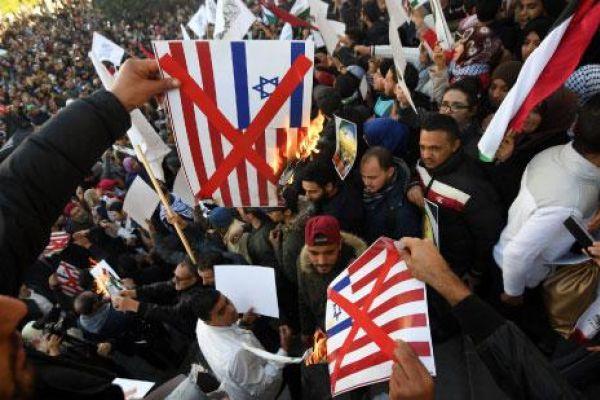 «غضب» شعبي ضد ترامب... والقدس تغيب عن خطب مكة والمدينة المنورة