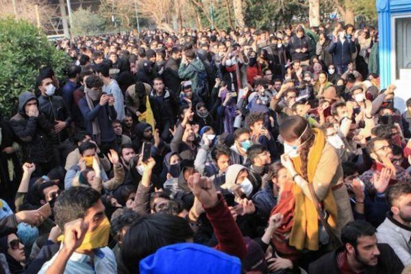 تفاصيل غرفة عمليات الاحتجاجات التي تديرها السعودية في ايران