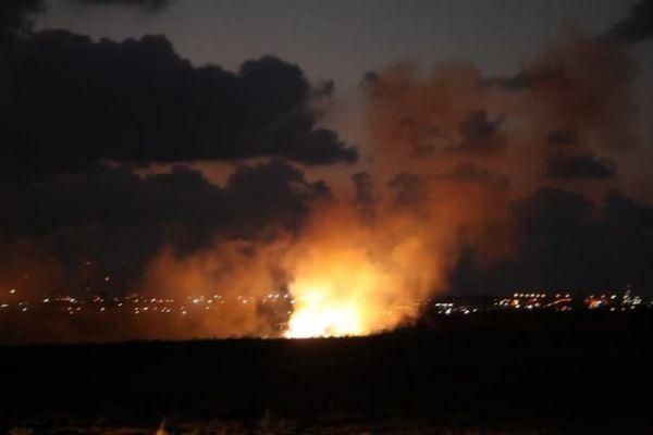 غارات اسرائيلية على غزة، وحماس تتوعد