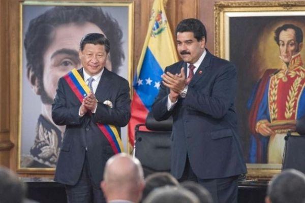 """""""فورين بوليسي"""": القوى الخارجية ستقرر مصير فنزويلا"""