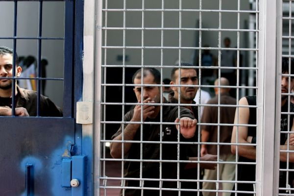 الأسرى في معتقلات العدو الاسرائيلي مستمرون في خطواتهم التصعيدية