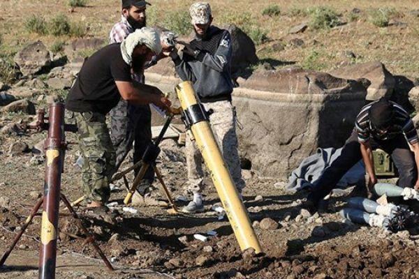 """""""النصرة"""" تستخدم سيارة إسعاف تابعة لـ""""الخوذ البيضاء"""" لنقل حاويات الكلور"""