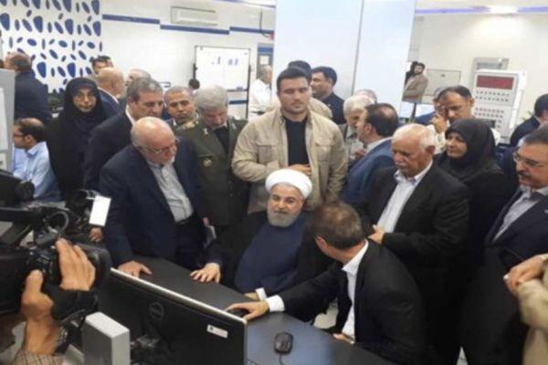 الرئيس الايراني يفتتح 3 مشاريع بتروكيماوية ضخمة