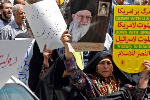مسيرات شعبيّة في إيران ضدّ أميركا: الحرس الثوري يرفض التّفاوض مع واشنطن