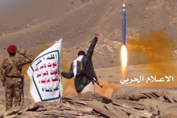 عشرات القتلى والجرحى بقصف صاروخي يمني لقيادة الغزاة والمرتزقة بالجوف