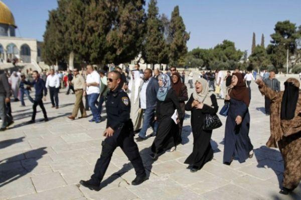 بالصور: إصابات واعتقالات إثر اقتحام الاحتلال للمسجد الأقصى