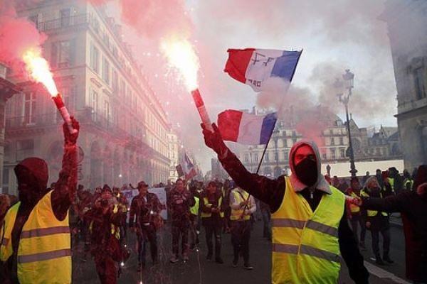 تظاهرات جديدة للسترات الصفر في فرنسا وسط أجواء من التوتر