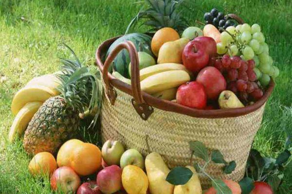 شرب العصائر أم تناول الفاكهة…أيهما أكثر فائدة للإنسان؟