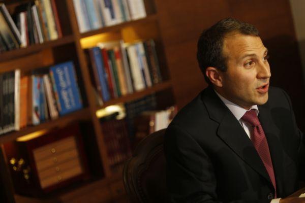 مصادر في 8 آذار: اعتذار الحريري لا يعني بالضرورة إعادة تكليفه من جديد