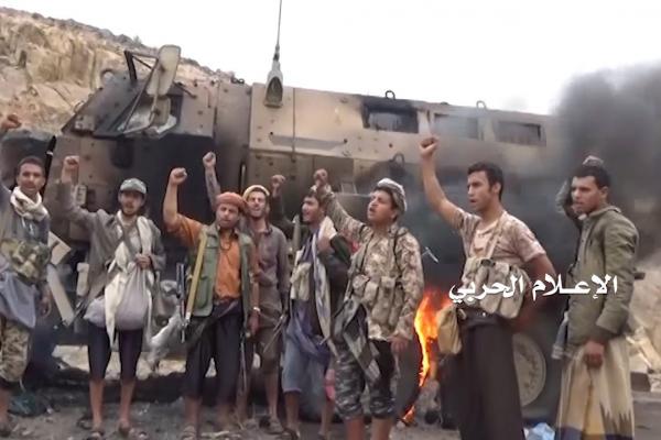 تدمير مدرعات اماراتية على أيدي الجيش اليمني واللجان في تعز