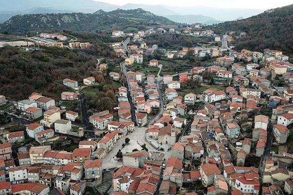 قرية إيطالية تعرض منازلها للبيع بـ 1 يورو فقط